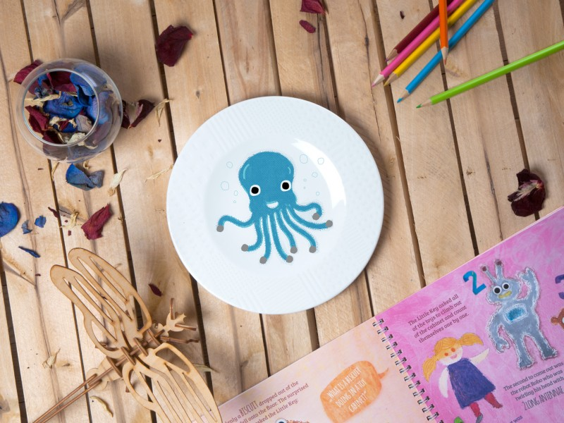 "Porcelain plate - ""Octopus"" Ø21 with pattern side"