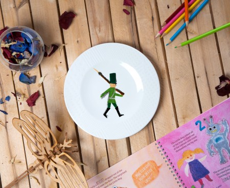 "Porcelain plate - ""Tin soldier"" Ø21 with pattern side"