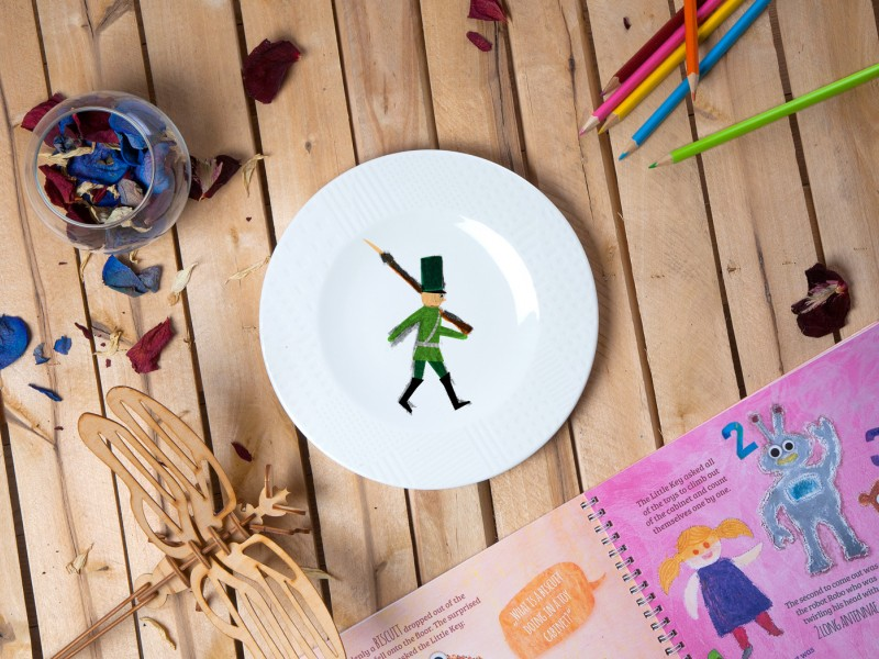 """Porcelain plate - """"Tin soldier"""" Ø21 with pattern side"""