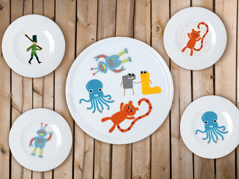 "Porcelain plate 4+1 set - ""Sock thief toys"""