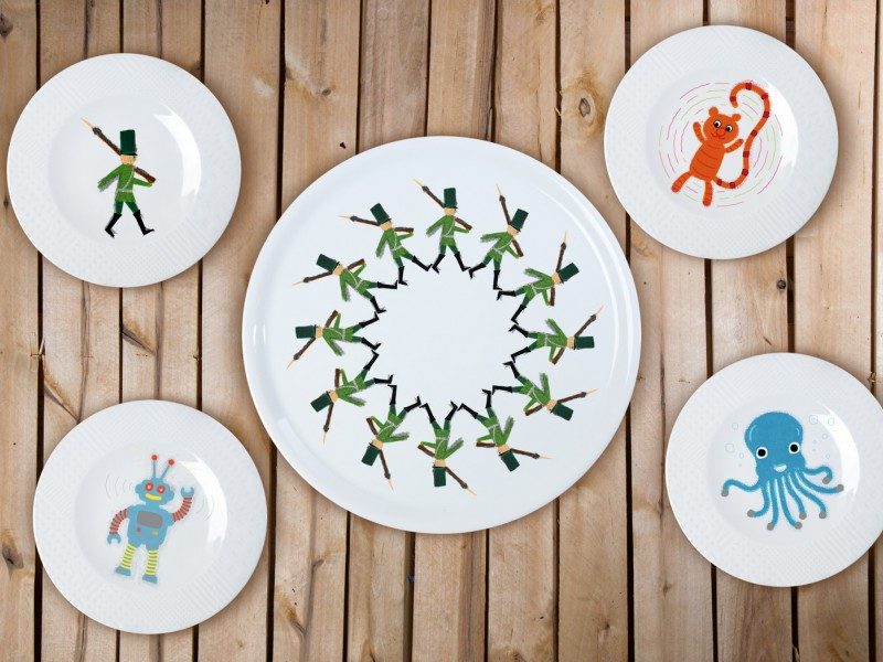 "Porcelain set 4+1 pica plate - ""Tin Soldiers"""